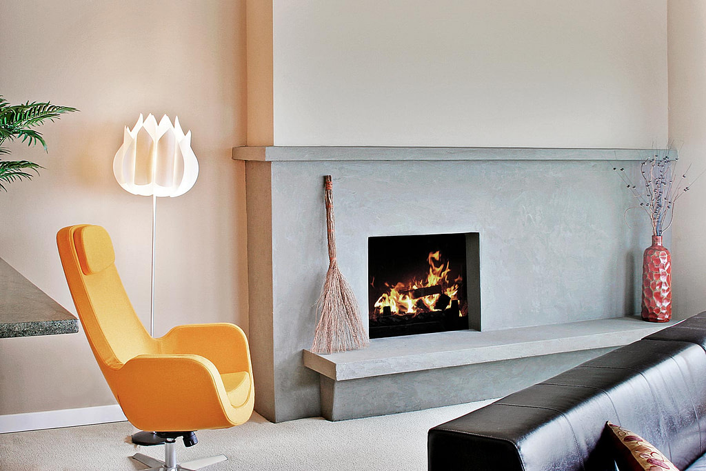 living-room-in-a-modern-house-D3VJ6X5